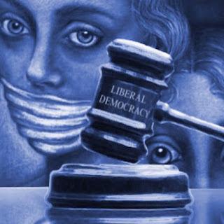 O que está acontecendo com as democracias liberais?