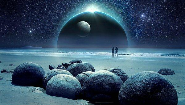Dos personas caminando de noche por mágica. Existe el alma