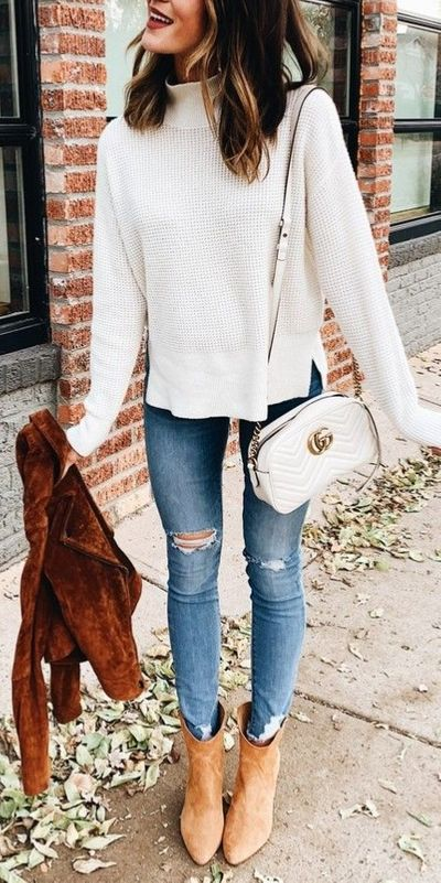 Fall in love this winter season with these cozy sweater outfits. Winter Fashion via higiggle.com | white knit sweater | #sweater #outfits #fashion #knit
