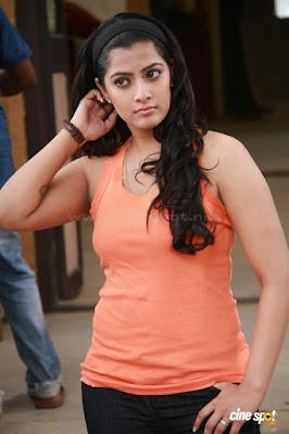 Hot actress Varalakshmi sharth Kumar