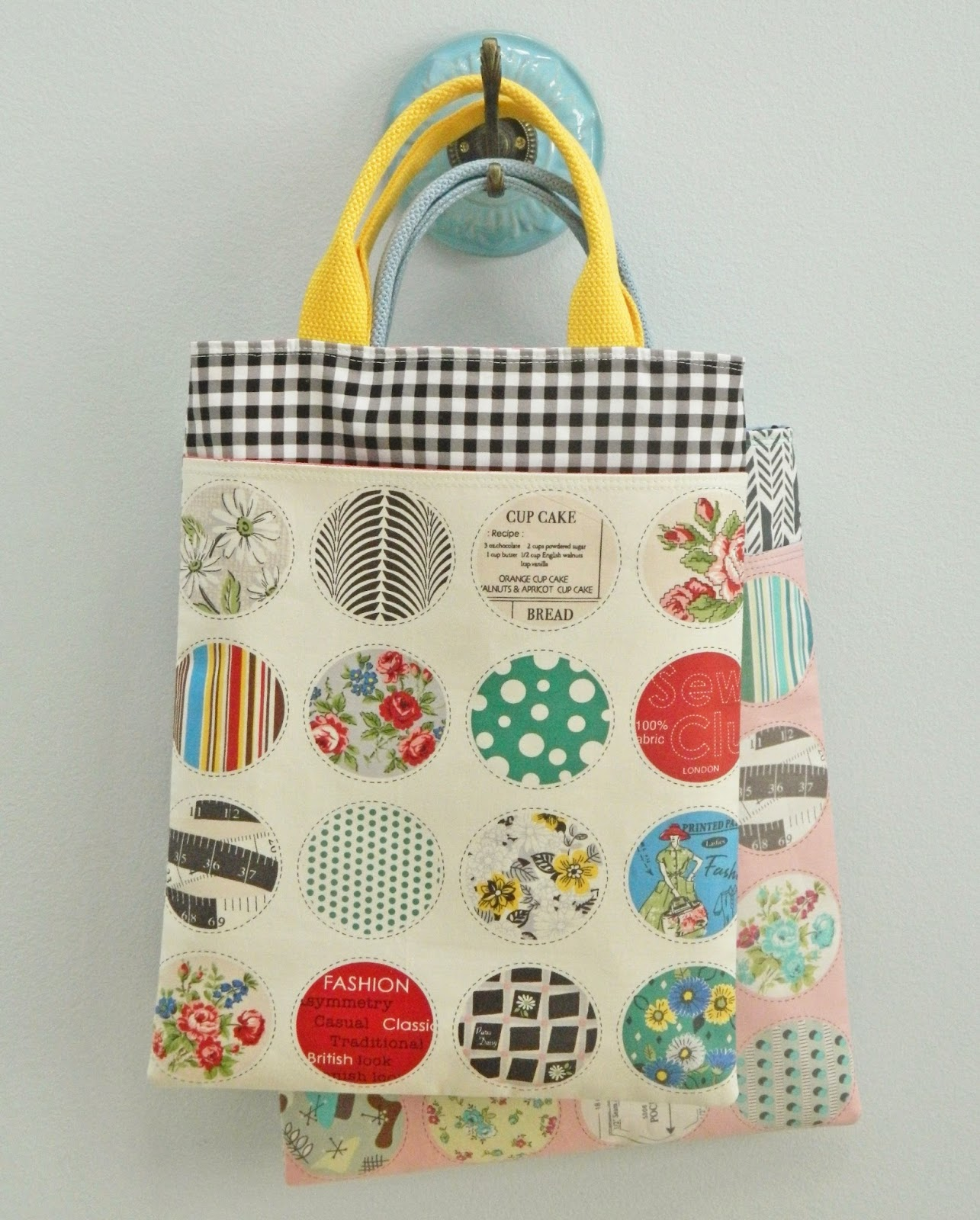 http://sotakhandmade.blogspot.com/2014/01/pretty-little-tote-tutorial.html