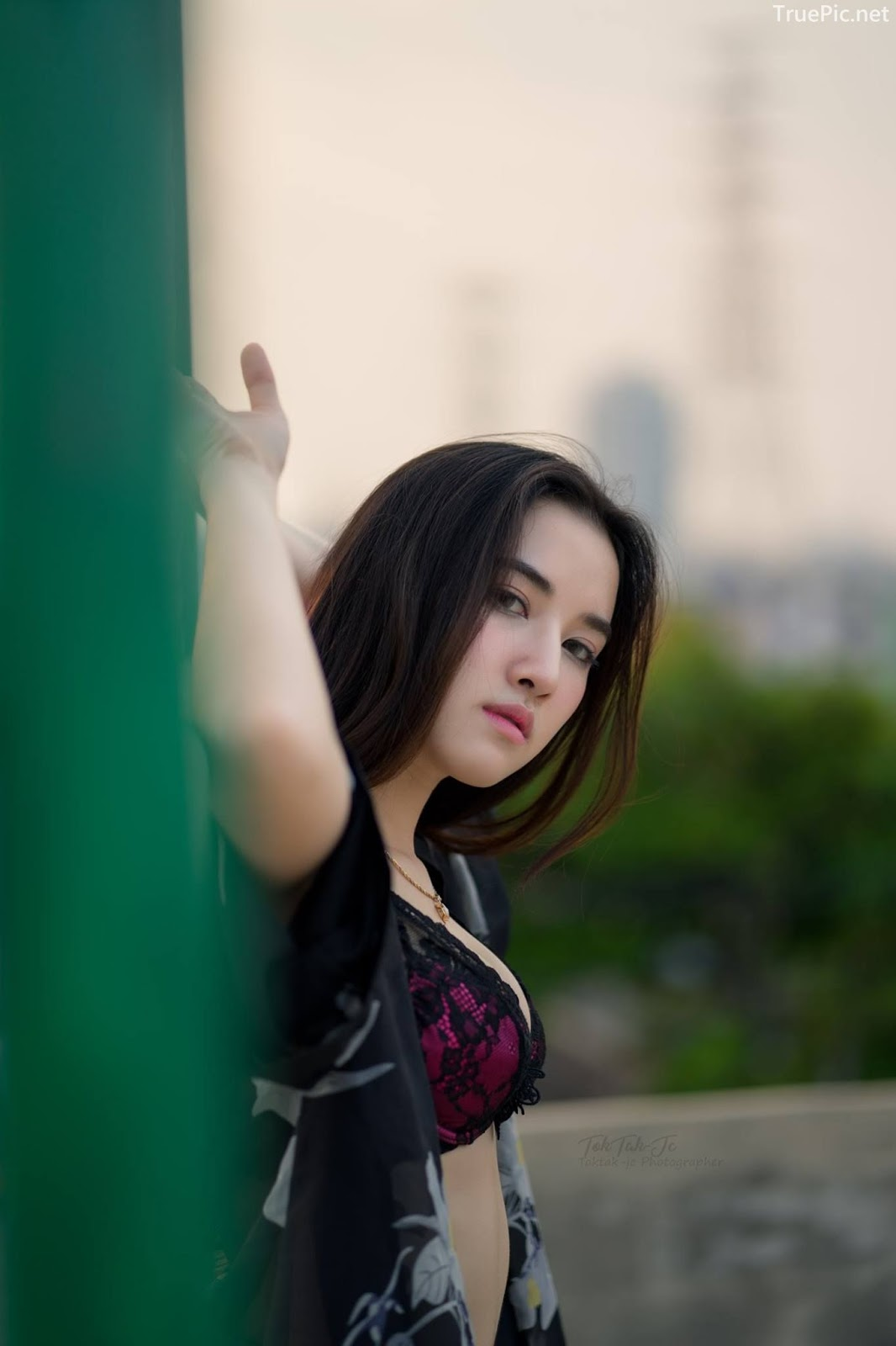 Thailand sexy angel Ploywarin Tippakorn - Black-pink bra and jean on sunset - Picture 8