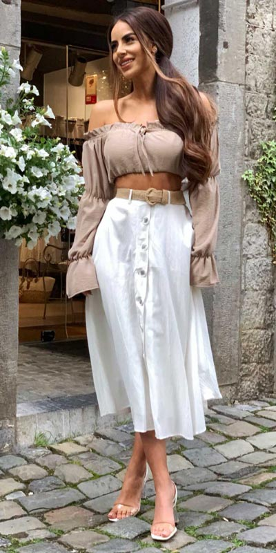 23 Picture-Perfect Vacation Outfits for best Summer Break. Summer Outfit Ideas via higiggle.com - skirt outfits - #summeroutfits #vacation #travelstyle #skirt