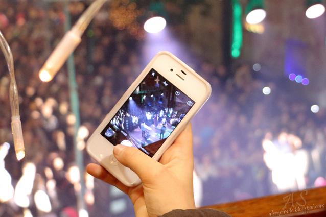 Koncerty - fani robią zdjęcia, telefony na koncercie