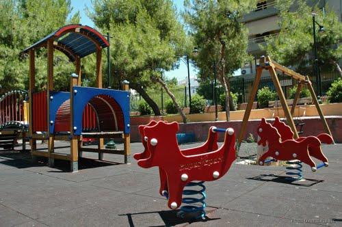 Αλληλέγγυα Πόλη: Τι περιμένει ο Δήμος Ιλίου για να ανοίξει τις Παιδικές Χαρές;