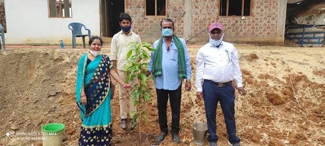 Plantation of trees in Vidisha on World Environment Day महिला शिक्षक संघ एंव मीना समाज संगठन द्वारा आम एंव अशोक के पौधों का किया वृक्षारोपण !!