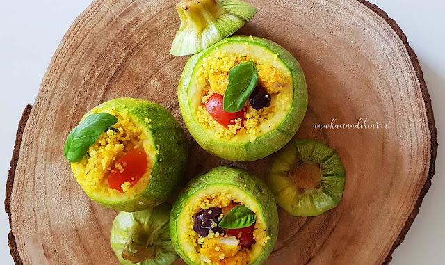 Zucchine tonde ripiene di cous cous alla curcuma, cotoletta e verdure