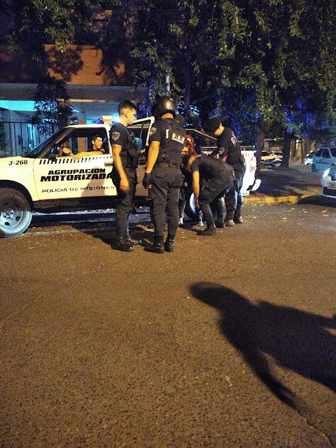 POSADAS -  Intentó robar a dos hombres a punta de cuchillo y en pocos minutos la Policía lo detuvo