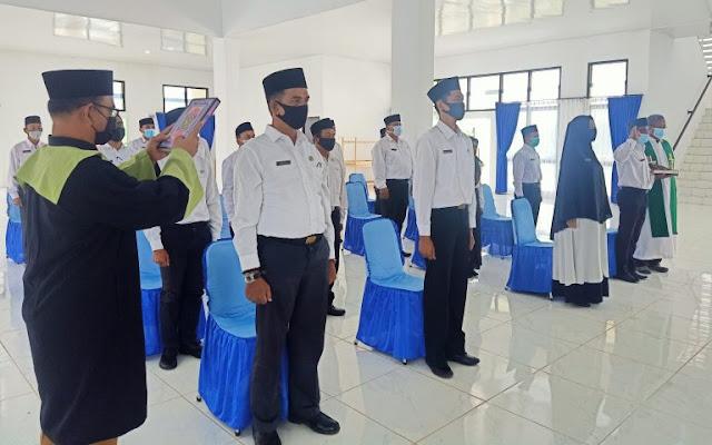 Bupati Melantik 18 PNS Dalam Jabatan Fungsional di Lingkungan Pemerintah Kabupaten Natuna