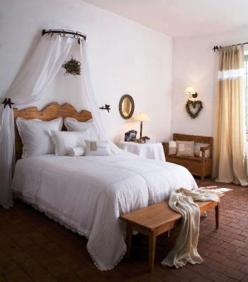 d co tableau personnaliser son int rieur le baldaquin comme dans un lit de princesse. Black Bedroom Furniture Sets. Home Design Ideas