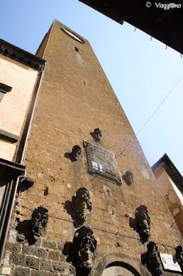 La torre del Moro con il suo orologio e crocevia dei quattro quartieri