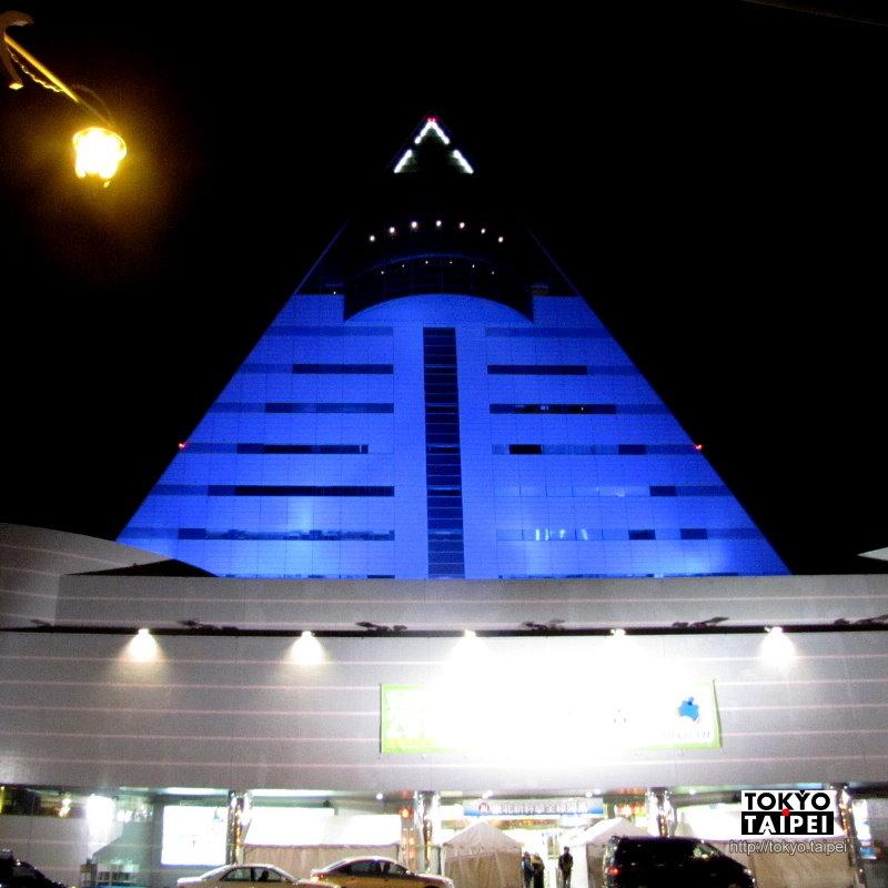 【青森縣觀光物產館】那個夜裡會發光的三角飯糰