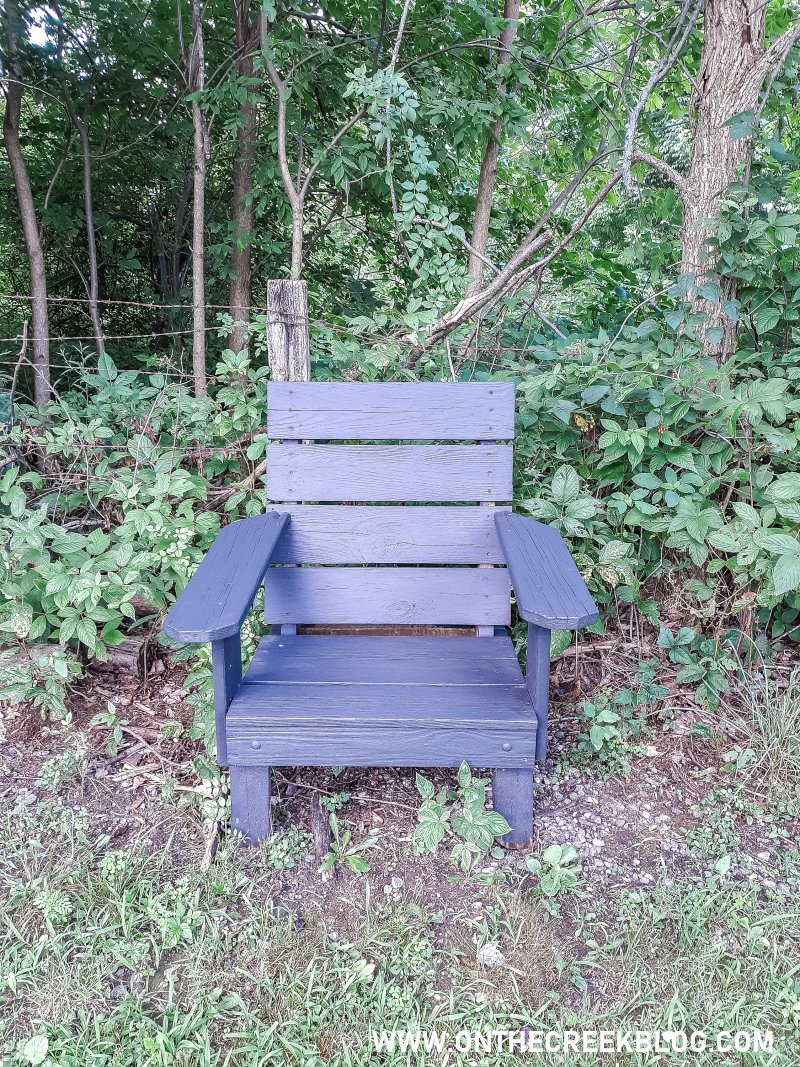 Outdoor chair makeover using Behr Deck Over paint in Slate! | On The Creek Blog