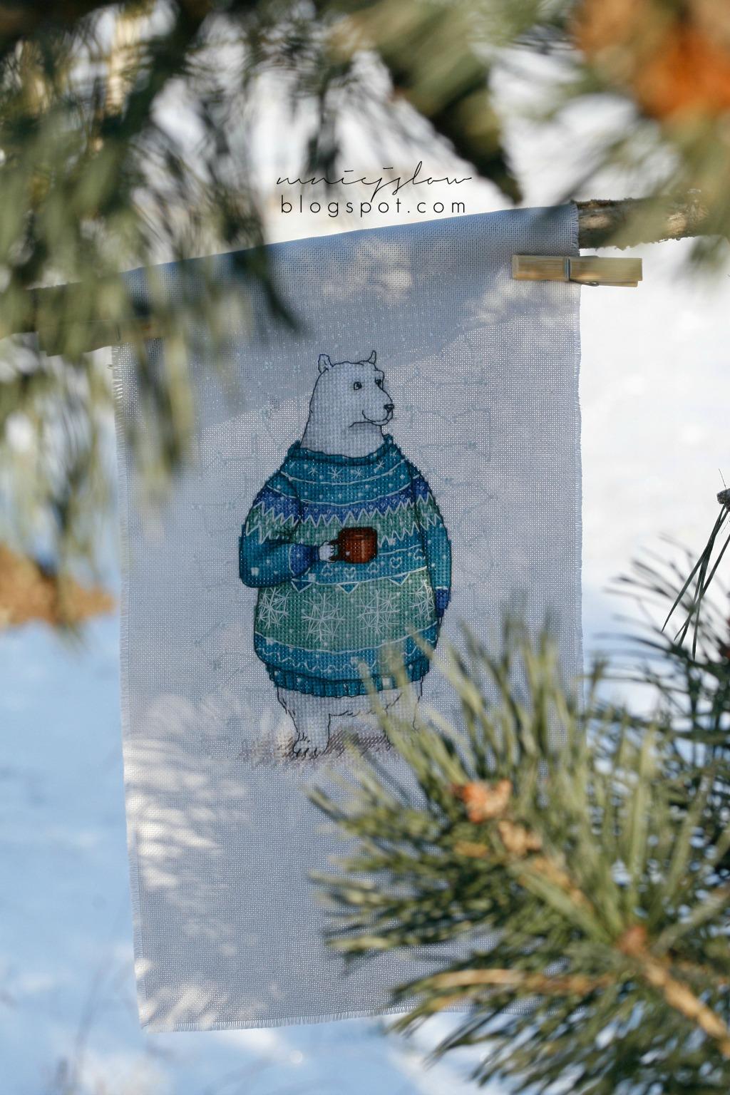 Biały miś w sweterku - Ekaterina Gafenko