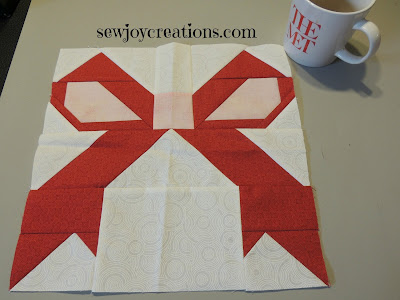 bow block holly jolly quilt along