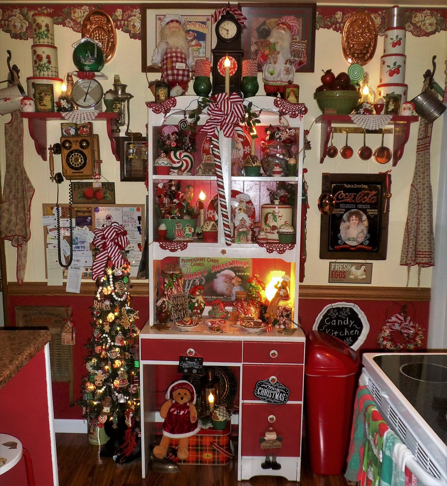 Dunmore Candy Kitchen Home: A DEBBIE-DABBLE CHRISTMAS: Christmas Candy Kitchen, Part 1