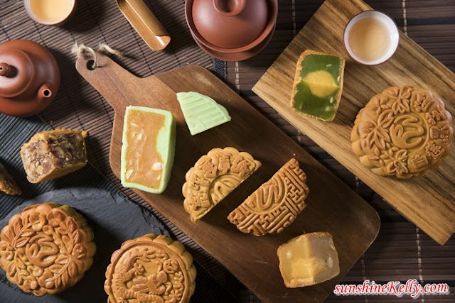 New Moon Cakes Flavours, Resorts World Genting, 2018 Mid Autumn Festival, new mooncake variant flavour, Pandan Jade with Buttermilk Custard, Snow Skin Durian Paste, Durian Paste with Durian Jingsa