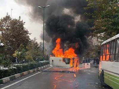مظاهرات واشتباكات في مختلف أنحاء طهران في اليوم الثالث من الانتفاضة الشعبية العارمة
