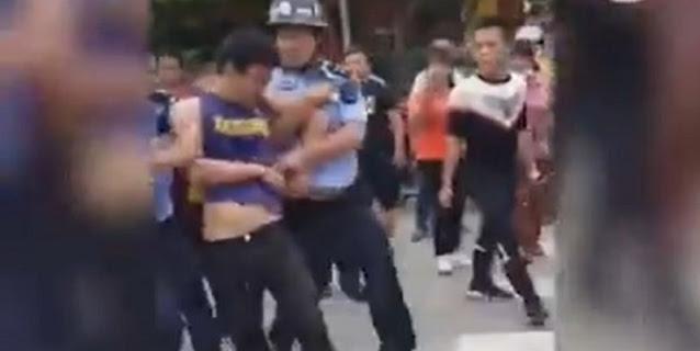 TK Di China Diserang Seorang Bersenjata, Dua Anak Tewas
