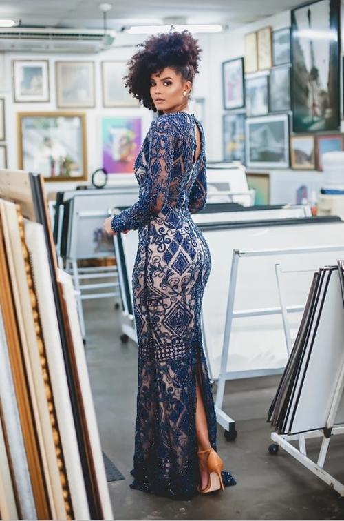 vestido de festa longo bordado com manga longa