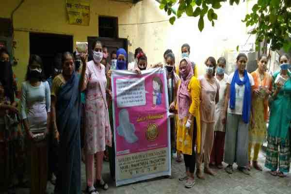 golden-way-peace-foundation-napkin-distribution-in-faridabad