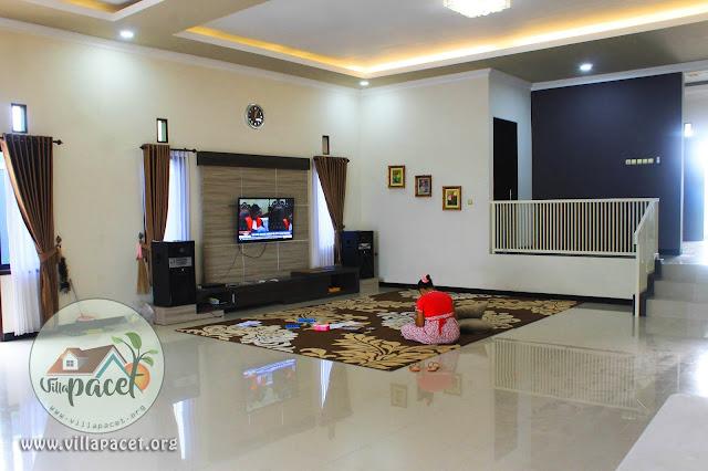 televisi led dilengkapi sound karaoke di villa samawa pacet