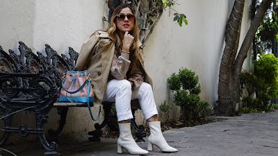 TIP 1: Lleva las botas blancas con jeans claros. En esta oportunidad yo las llevo con jeans blancos, que hacen que mi figura se alargue un poco más.