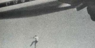 Το αγόρι που έπεσε από τον ουρανό -Η τραγωδία με τον 14χρονο που έπεσε από αεροπλάνο