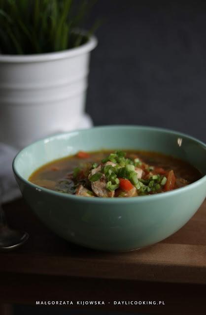 Lekka i aromatyczna zupa z kurczaka z kapustą pak choi