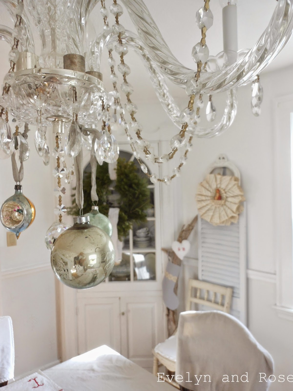 Christmas Decor For Built In Cupboard Dining