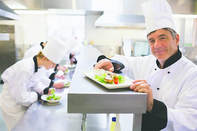 Onew tuyển gấp bếp trưởng