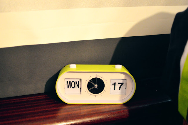 Retro flip alarm clock