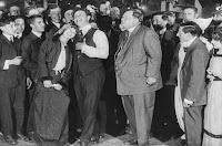 "Кадр из фильма Чарли Чаплина ""Танго-путаница"" (1914) - 14"