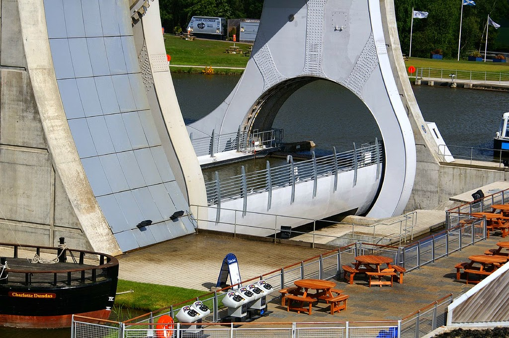 Amazing Falkirk Wheel Rotating Boat Lift In Scotland