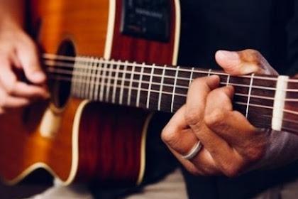 Mengapa Memainkan Gitar itu Bagus untuk Kesehatan Mental Anda?
