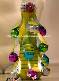 http://clarabelen.com/inspiraciones/4804/diy-arbol-de-navidad-hecho-con-una-botella-de-plastico/