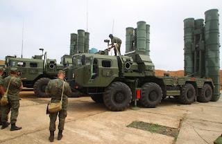 Teslimat takvimine göre üretimi tamamlanan 2 adet S-400 füze savunma sistemi Türk mühendislerinin gözetiminde Aselsan tarafından geliştirilen dost/düşman tanıma sisteminin yüklenmesi sonucu üretim bandından indirildi.