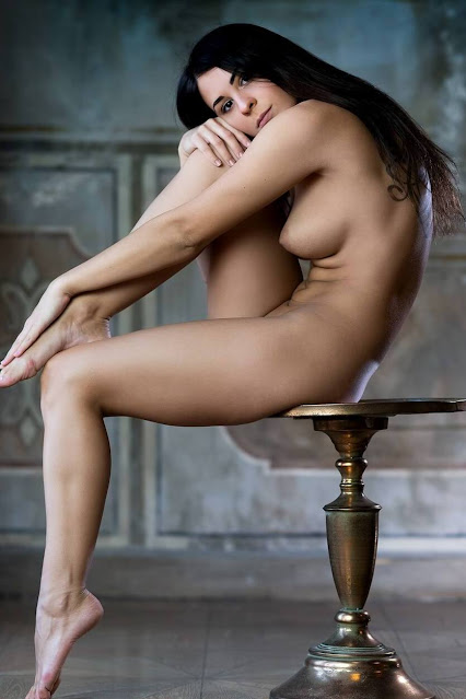 Uncensored nude art poses of attrartive woman with dark long hair and groovy perky tits pic 1