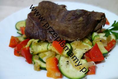 Pieczeń wołowa z warzywami