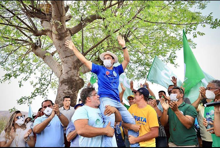 Raphael Silva comemora seu aniversário com Deputados no Brejinho