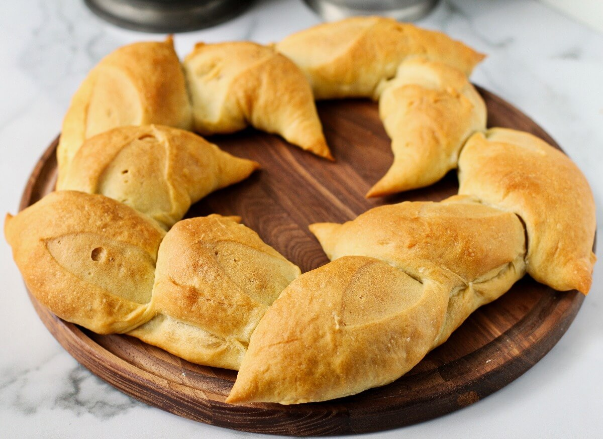 Olive oil wreath bread