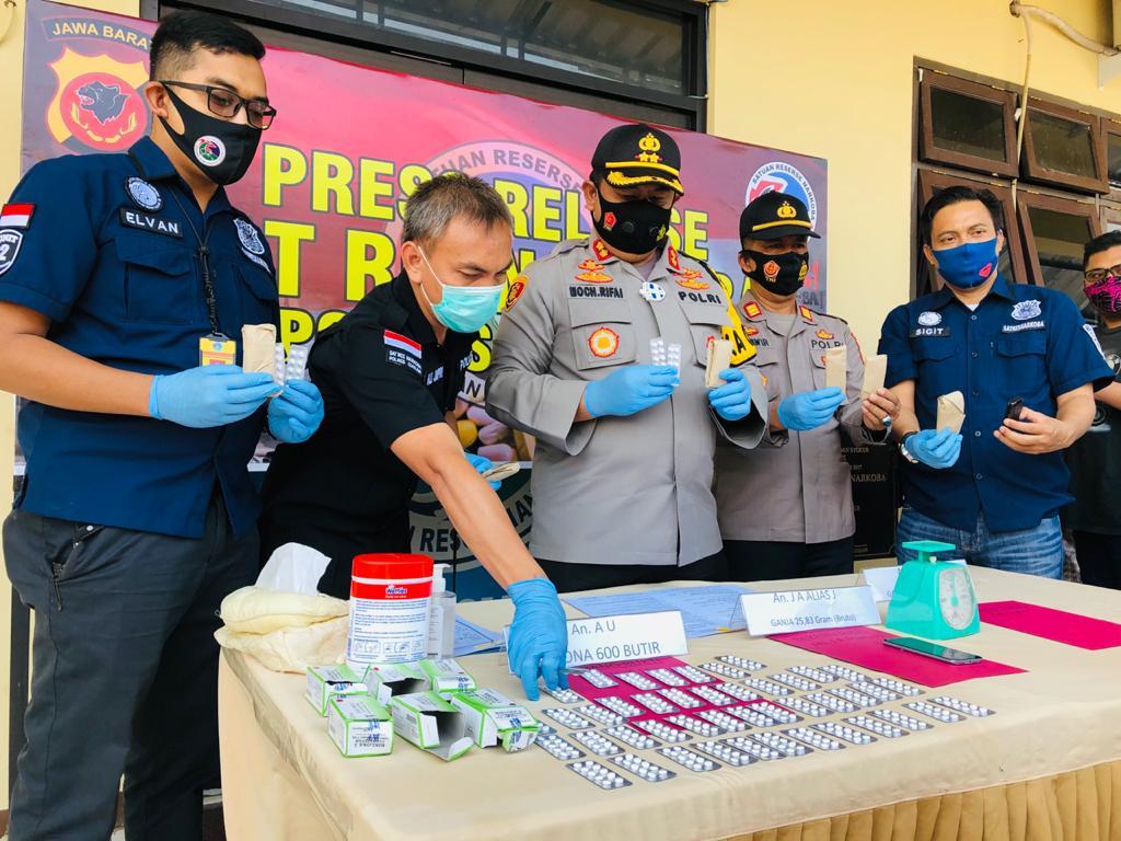 Polisi Bekuk Tiga Tersangka Bandar Narkoba Saat Demo di Cianjur