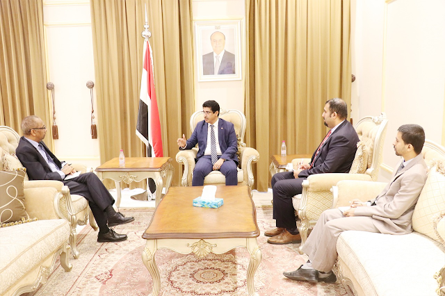القائم بأعمال السفير الصومالي في اليمن سالم حاج يلتقى مع وكيل وزارة الخارجية اليمنية للشئون السياسية