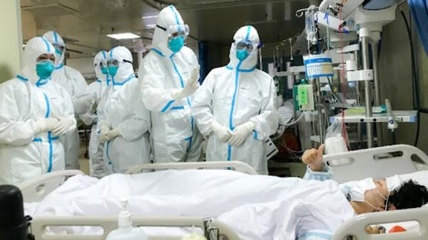 زوجة وإبن وطبيب المصاب الثاني بكورونا يحملون الأعراض