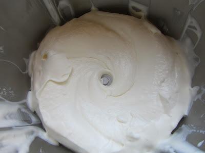 Helado de nata y piñones con Thermomix