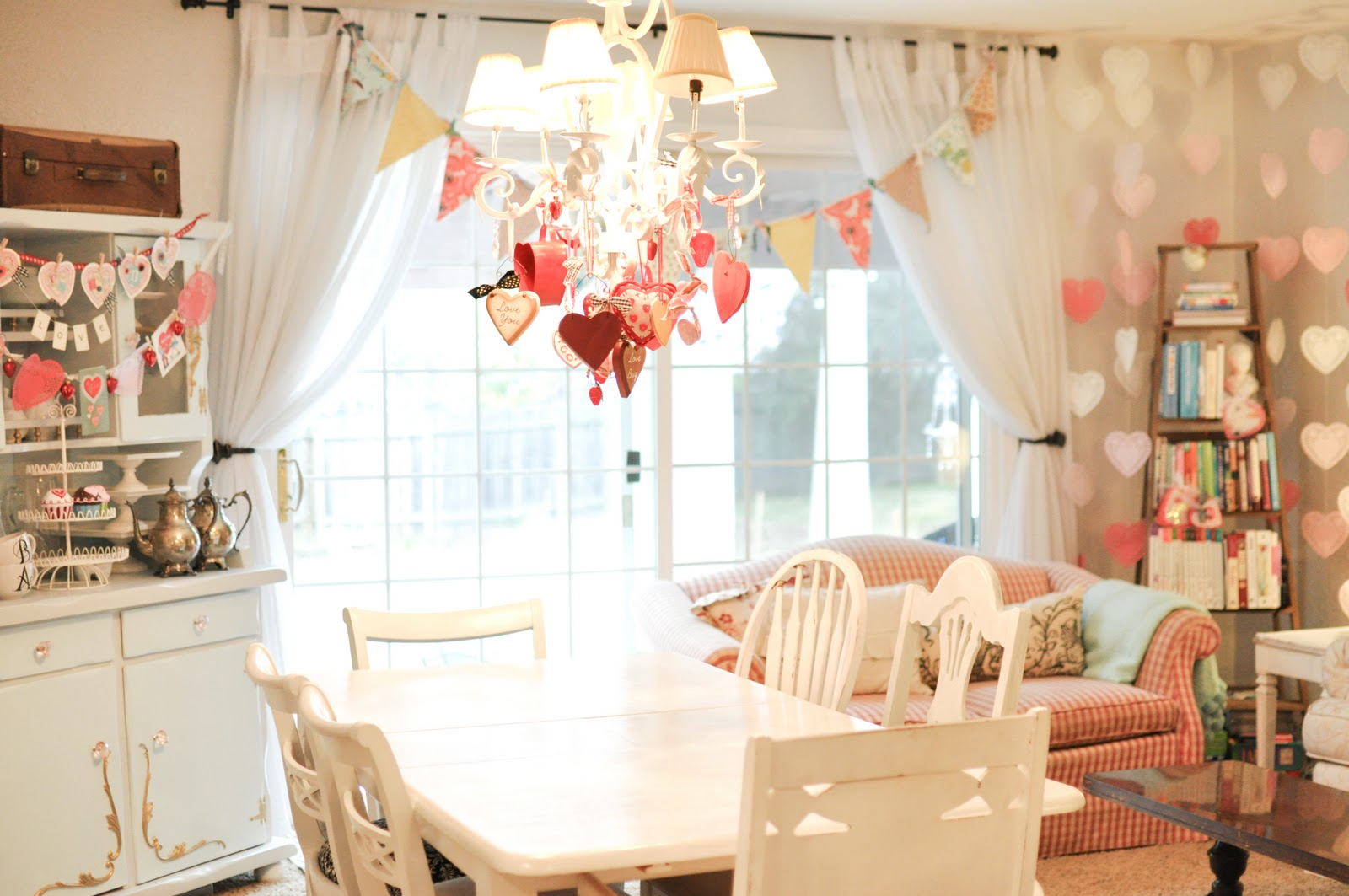 Domestic fashionista valentine 39 s day decorations 2012 - Valentines room decoration ideas ...