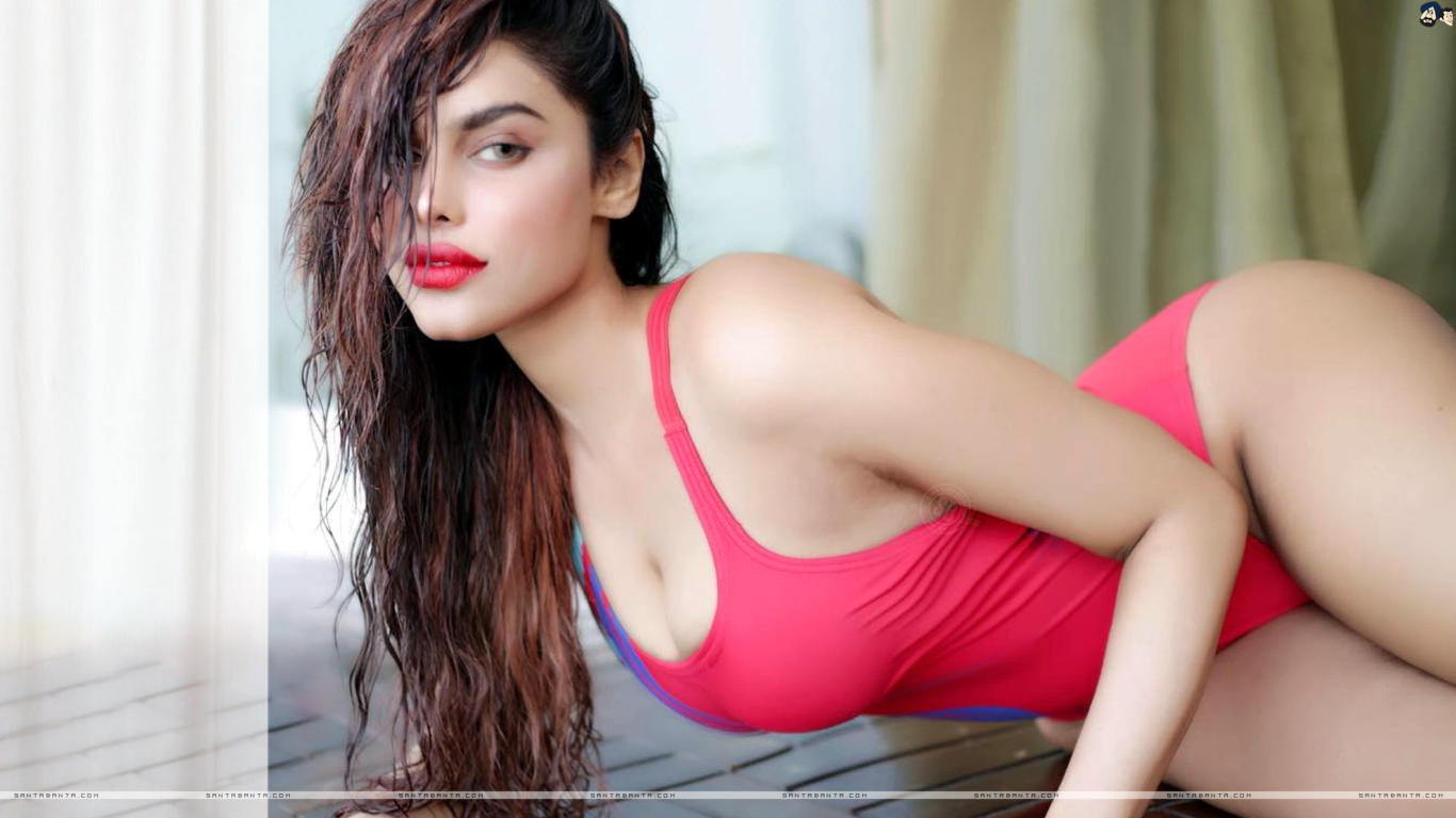 Gizele Thakral Latest Sexy Wallpaper