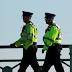 Un hombre armado abre fuego indiscriminadamente desde un balcón en un pueblo del Reino Unido
