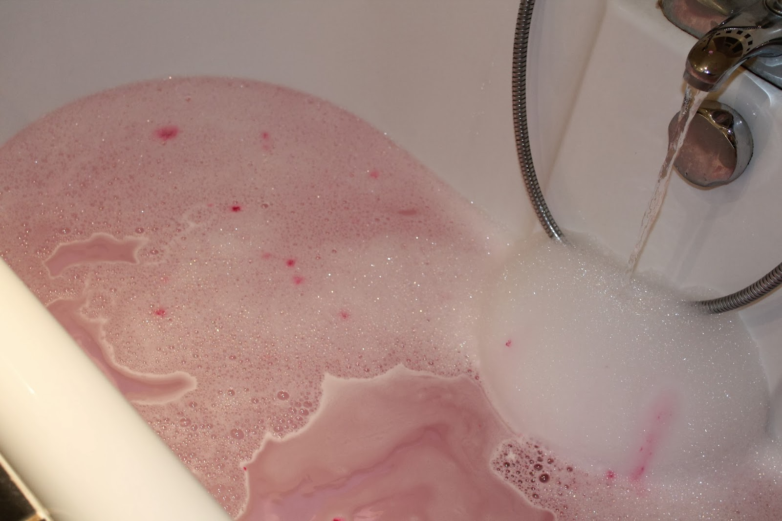 Lush - The Comforter Bubble Bar Review