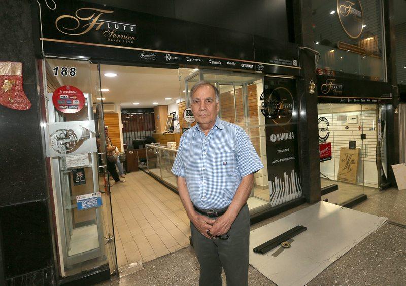 Ex músico de la Sinfónica perdió todo en saqueo a la galería Crowne Plaza